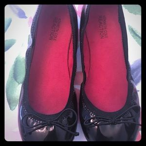 Kenneth Cole Reaction Black Patent Ballet Flat